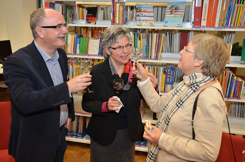 Ein Grund zum Feiern: Donato Saturnino (Kirchgemeindepräsident von Emmen und früherer Arbeitgeber von Urs Stadelmann), Synodalrätin Maria Graf-Huber und Marianne Cottier (ref. Katechetin).